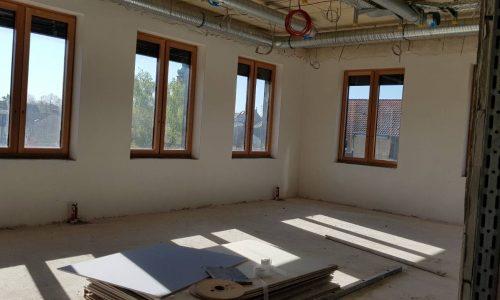 Ein neuer Klassenraum bietet viel Licht